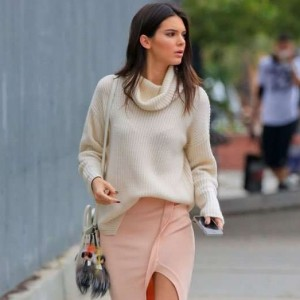 xkendall-jenner-street-style-sueter-com-saia-look_jpg_pagespeed_ic_ugxcbydq83